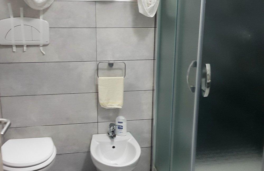 ZONA MERCATO INDIPENDENTE CON TAVERNETTA